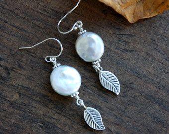 Munt parel oorbellen, blad oorbellen van ebben hout oorbellen van ebben hout vallen oorbellen, zilveren oorbellen, munt parels, sterling zilver, dagelijks sieraden