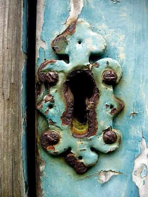 Love this!Doors Hardware, Vintage Keys, Keys Hole, Blue Doors, Colors, Keyhole, Locks, Decor Doors, Old Doors