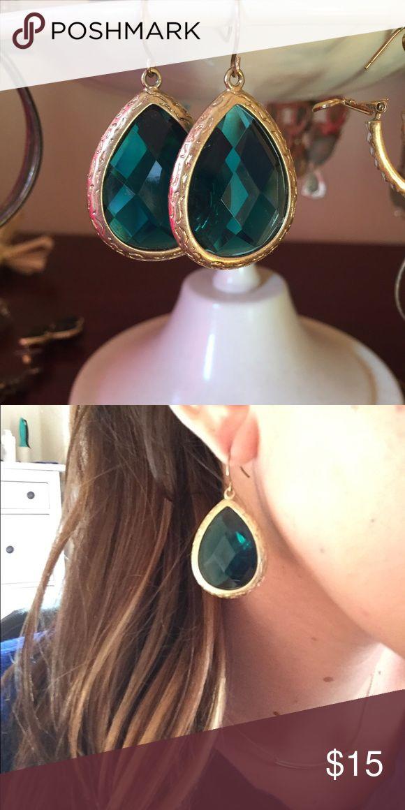 ⚡️Francesca's Collection ⚡️GOLD/DARK GREEN EARRING Teardrop earrings with a dark green center and gold trim from Francesca's  ! Francesca's Collections Jewelry Earrings