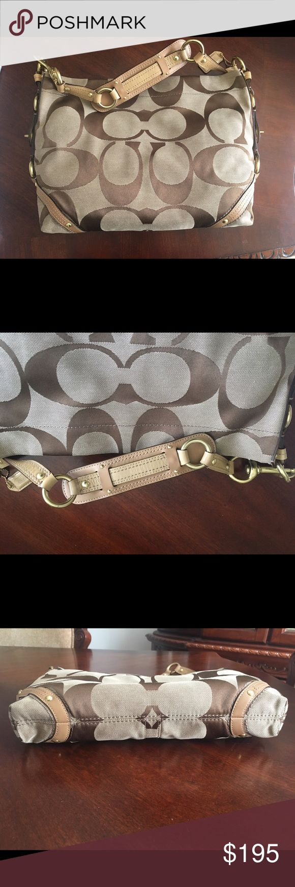 💯Authentic Coach Hobo Bag Practical brand new coach purse. Worn maybe once or twice. Mint condition. Dust bag included. Coach Bags Shoulder Bags