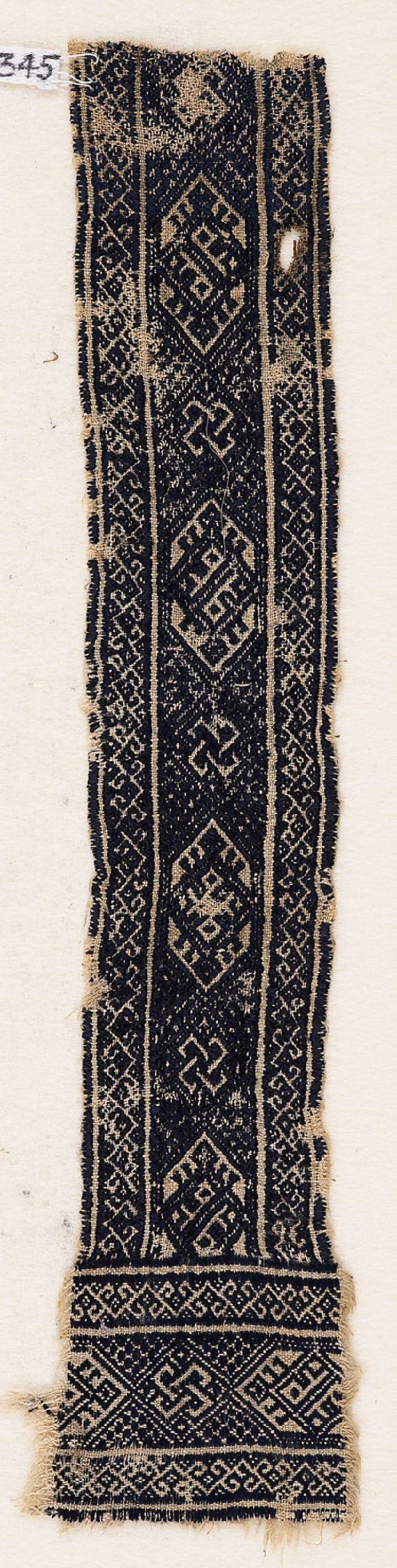 Textile fragment with interlacing knots, cartouches, diamond-shapes, and hooksfront