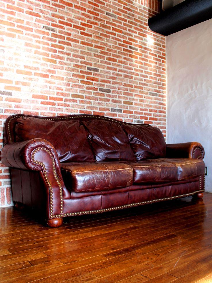 ◆16022X-1S◆ヴィンテージ3シーターソファ スタッズブラウンレザー◆ ヨーロッパ製の、3シーターソファです。 使い込まれたヴィンテージ物で、重厚かつエレガントです☆ 豪華な座り心地を手に入れて下さい。