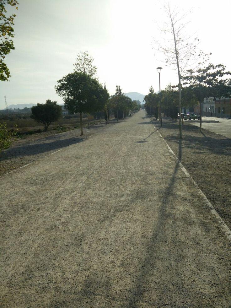 Vía verde. Un espacio verde construido sobre  las antiguas vías del tren. En este espacio podemos realizar diversas actividades lúdicas, como pasear con las familias, apreciar la naturaleza de la vía, hacer deporte. Es un espacio de ocio para todos los ciudadanos de las zona.