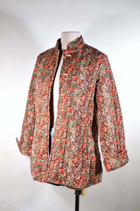 Vintage 70s Calico Floral Quilted Asian Jacket   Wooden Toggle Buttons   Mandarin Collar M