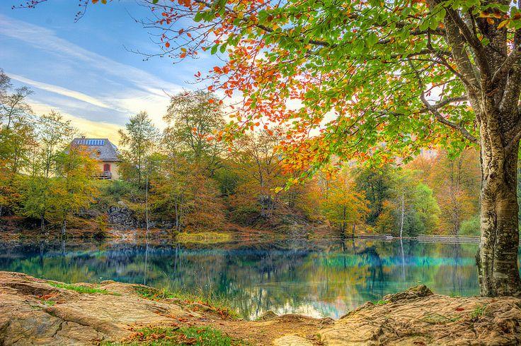 Lac de Bethmale, Ariège, France couleurs réelles