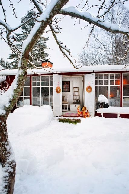 my scandinavian home: A cosy Swedish cottage ready for Christmas