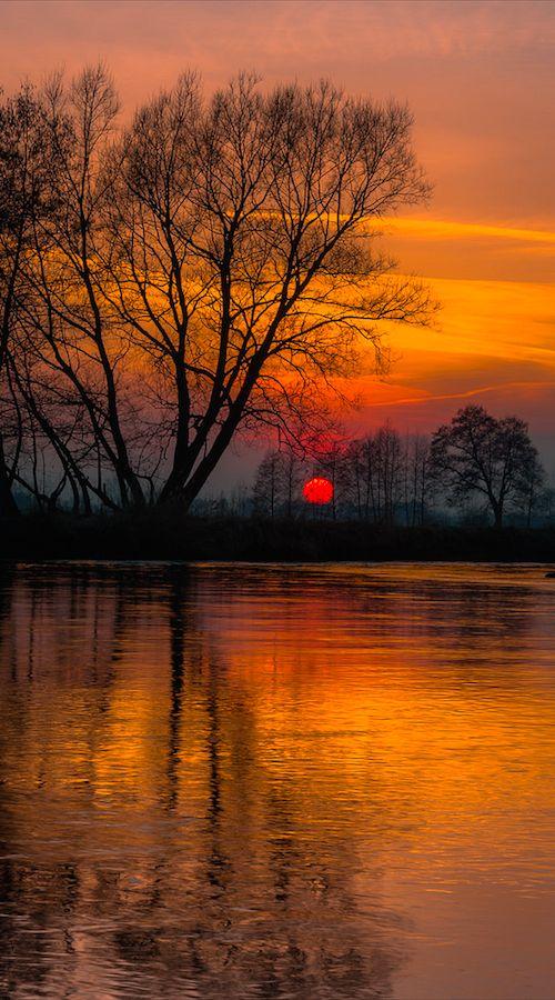 Sunset on the Wieprz river in Bykowszczyzna, eastern Poland • photo: Piotr Fil on Flickr