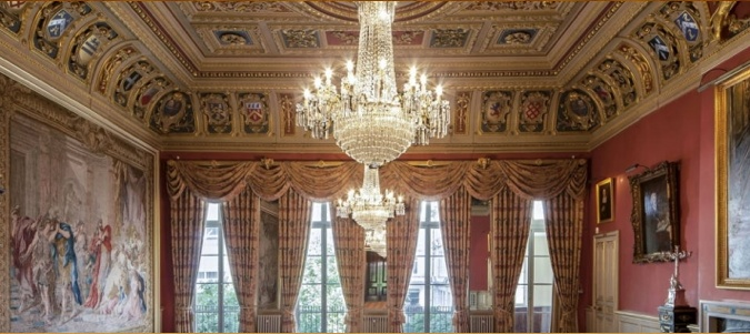 """Draper's Hall- Central London, The Court Dining Room.  Window drapes in cotton, and linen in a seven shade tissue, specially coloured to tone with draperies featured in the Tapestries, which feature in the room's decoration. Cotton and linen fibres were chosen to compliment and not detract from the tapestry texture. The room was used as a Royal interior for the film """"The Kings Speech"""". #DrapersHall #curtains #drapes #weaving #fabric #interior #design www.humphriesweaving.co.uk"""