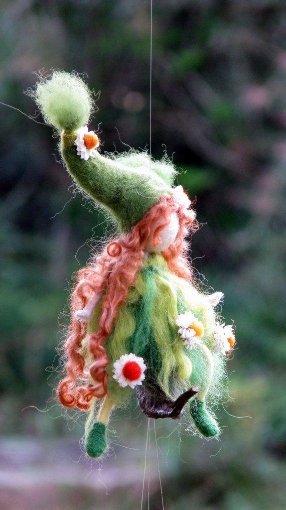 Regalo de primavera móvil aguja fieltro arte por Made4uByMagic
