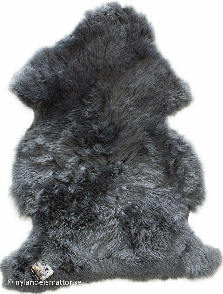 Lammskinn / fårskinn långt rakt hår | Nylanders Mattor. Försök att få tag i riktigt långhårigt.