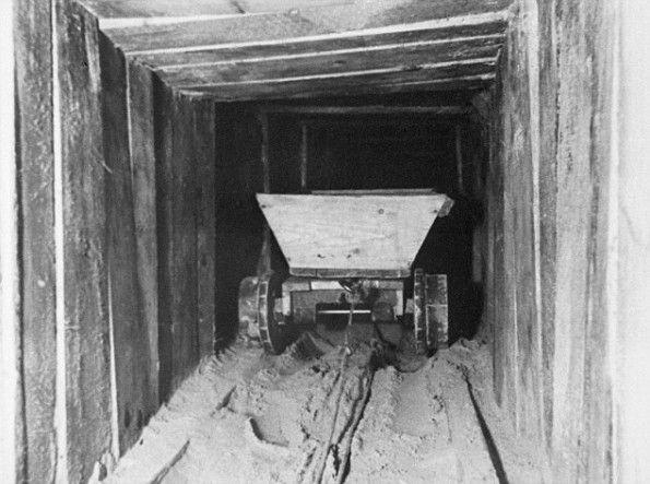 4 January 1944: Stalag Luft III – work resumes on 'Harry'