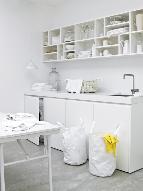 idea - keeping a small kitchen all the one colour Sanne Pol Interieur