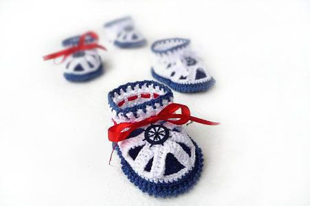 Baby sandals, Crochet Baby Booties - Crochet Baby Sandals - sailor Sandals, blue, white, red, nautical. $15.00, via Etsy...but I have the pattern. MUAHAHAHAHA!