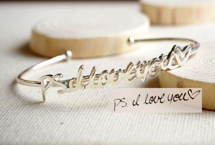 ♥ F L A S H ∙ S A L E L ∙ ∙ 20% I M I T E D ∙ T I M E ∙ O N L Y ♥  ♥ ♥ Brazalete ajustable de cursivo las joyas más singulares se puede encontrar, regalo perfecto para usted y su ser querido.   D J U S T A B L E ∙ S I G N A T U R E ∙ B A N G L E  • Material: plata de ley 925 maciza de alta calidad  • Acabado: oro de 18K plata ∙ ∙ oro rosa  • Nuestro trabajo es personalizado hecho a mano con amor y cariño en nuestro taller ♥   H O W ∙ T O ∙ O R D E R  • Simplemente use el botón - pregunta A…