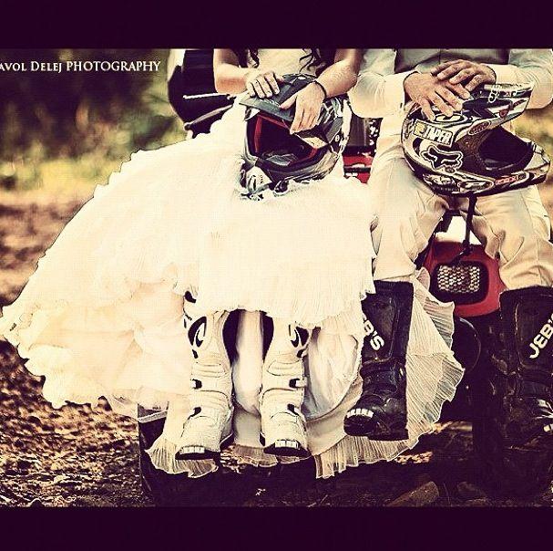 Cute wedding photo idea too bad I don't ride haha