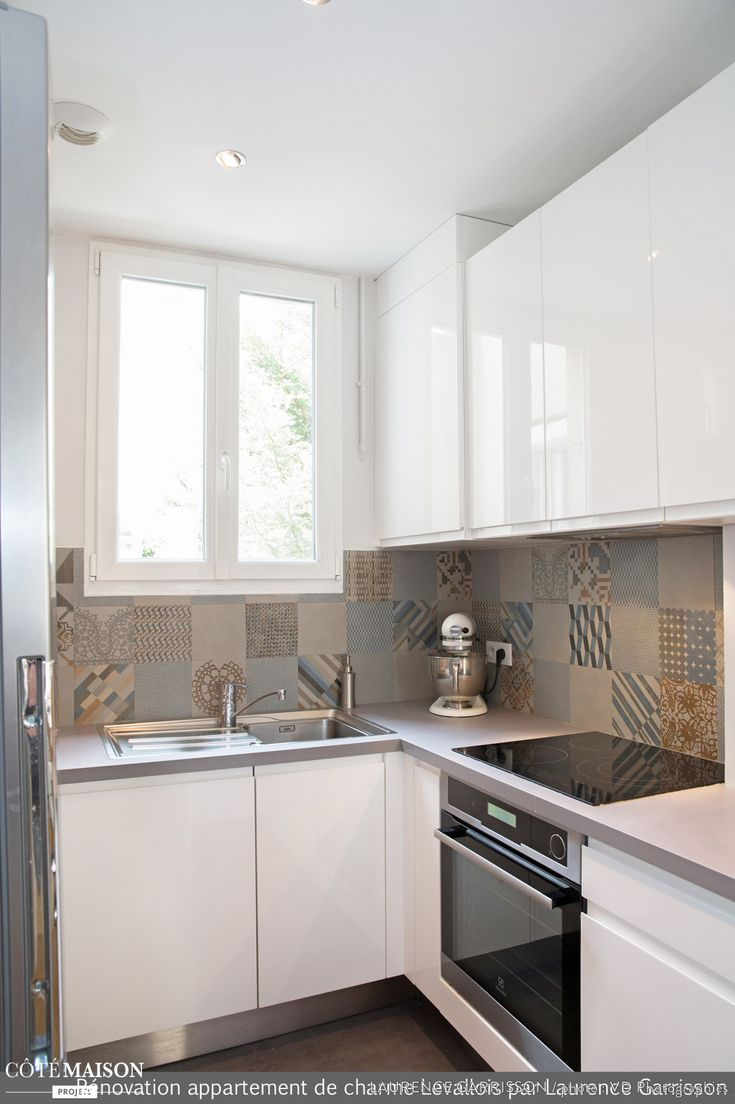 cuisine simple et sobre avec cr dence en carreaux de ciment deco cuisine pinterest. Black Bedroom Furniture Sets. Home Design Ideas