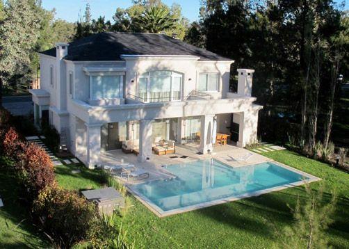 Piscina creada por Parquearte Arquitectura Exterior.  Más fotos y contacto en www.PortaldeArquitectos.com