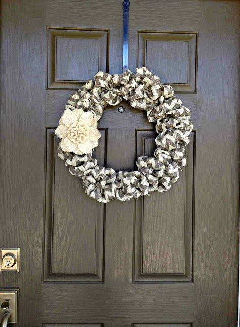 Love this homemade burlap wreath. Only takes three supplies to make. Such a great blog for all things crafting and fashion!