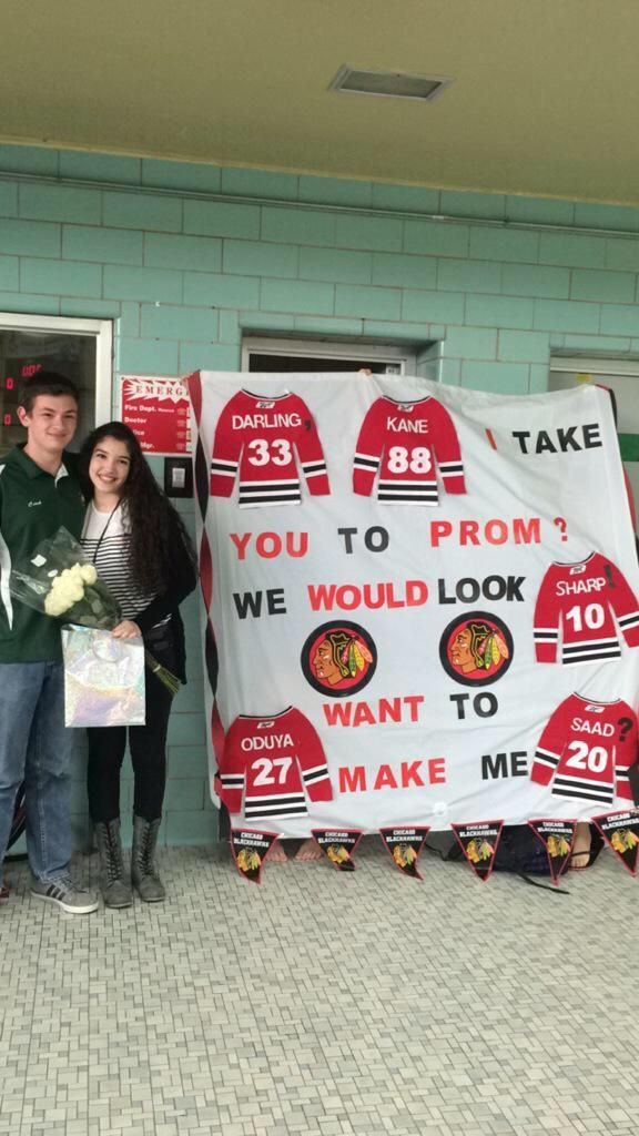 This guy just won best prom proposal in the history of promposals.