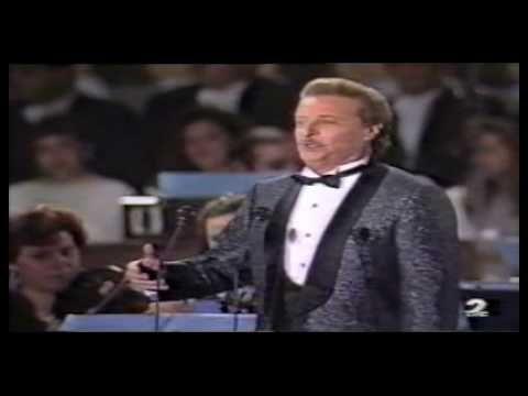 Alfredo Kraus - La donna è mobile - Rigoletto de Verdi - YouTube