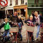 Ontdek Parijs samen op de fiets! Paris by Bike heeft sinds dit jaar een speciale interactieve kidstour ontwikkeld. Een Nederlandstalige gids vertelt jullie vanalles over de spannende geschiedenis van Frankrijk. De gids neemt je mee naar het Louvre Museum, Notre Dame, Centre Pompidou, les Berges de Seine (een speelparadijs langs de Seine) en nog meer fantastische plekken in Parijs. Griezelverhalen over de Franse Revolutie, anecdotes over Koning Louietje de 14e, de streken van die kleine…