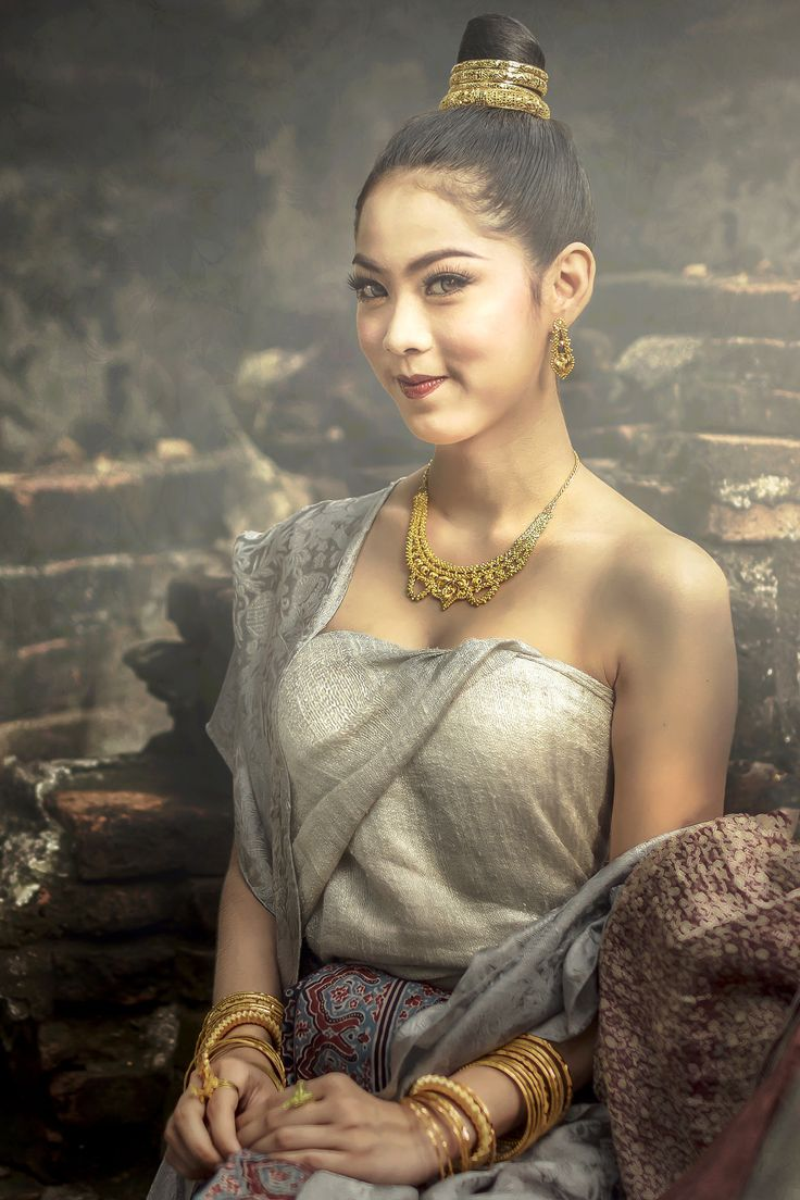Beautiful Thai girl in Thai traditional costume. - Beautiful Thai girl in Thai traditional costume