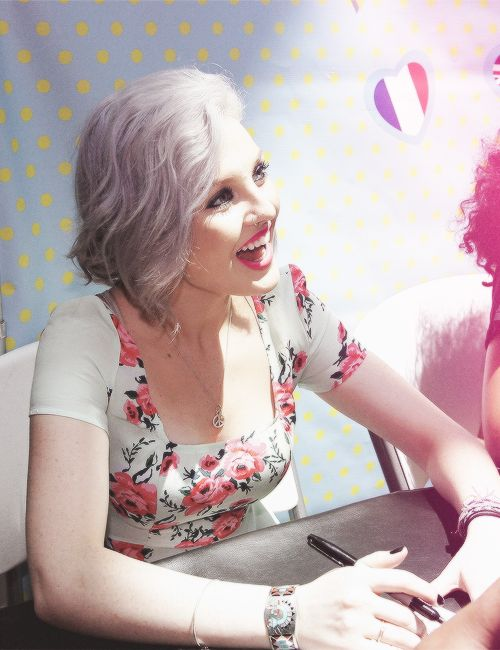 #FANGIRLING because this beautiful, lovely lady followed me :) love you perrie! Xx :)