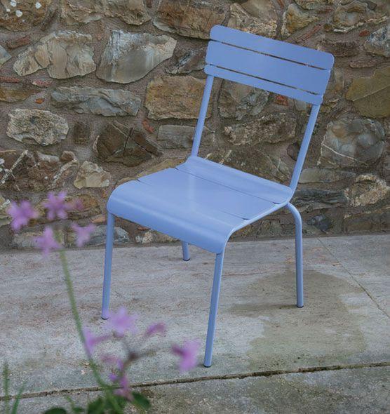 Sedia impilabile Summer in ferro zincato e verniciato a polveri disponibile in diversi colori.