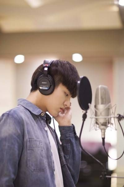 Kris (Wu Yi Fan) tries his hand at writing lyrics for 'Somewhere Only We Know' OST | allkpop