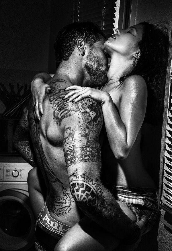 Sexy Schwarz-Weiß-Bilder von Paaren