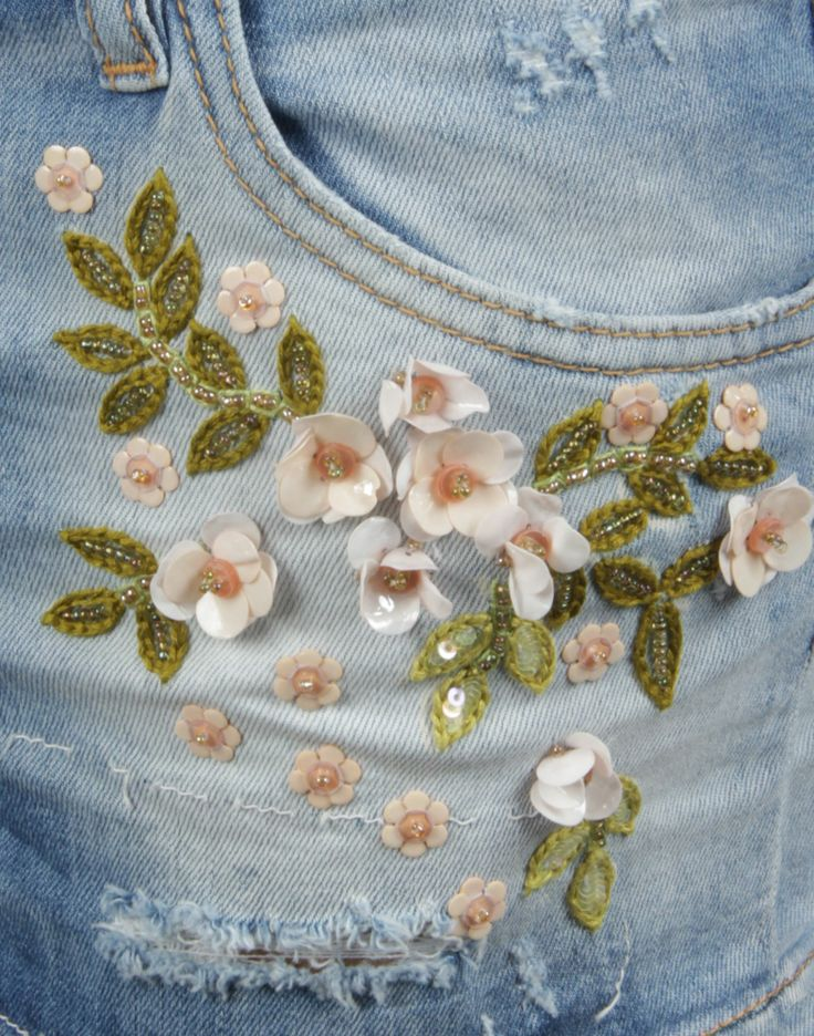 MADEIRA FLOWERS SHORTS: Worn effect, Denim, Light wash, Mid Rise, 3 buttons, Five pockets, Contrasting applications, Logo , Embroidery 98% Cotton, 2% Elastane Made In Italy.