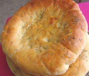 Ντοματόψωμα με τυρί και ρίγανη