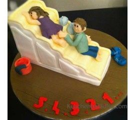 Fall in Love The Cake For Lovers With Royal Icing.  #CakeLover #CakeDelivery #OrderOnlineCake #MidnightCakeServices