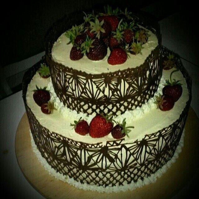 leckere zweistoeckige torte mit marakuja und