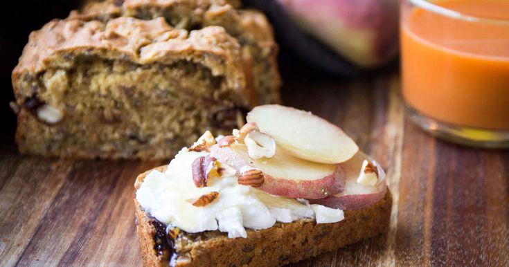 Gör ett superenkelt bröd med frön, nötter och torkad frukt.