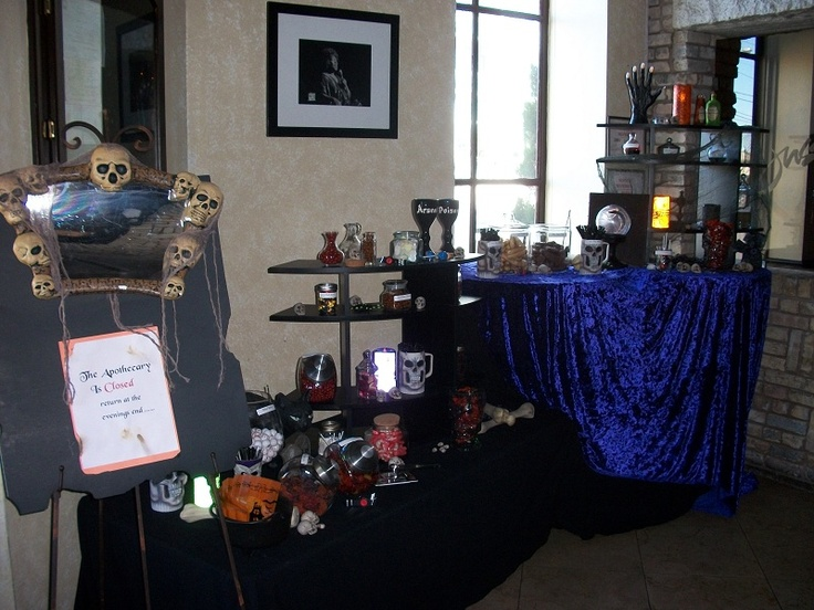 fun decorating a table for halloween - Halloween Rental Decorations