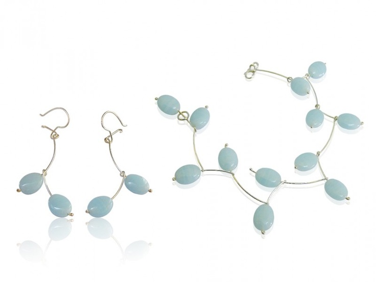 Silver jewellery set with light blue glass bead