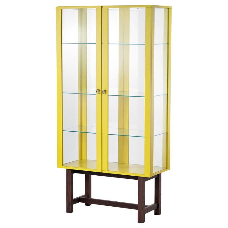 IKEA - STOCKHOLM, Vitrine, jaune, , Rangement vitré en matériaux résistants comme le verre trempé, le bois massif et le métal.Ce meuble présente de grandes surfaces vitrées et peut recevoir un éclairage intégré pour mettre en lumière vos plus beaux bibelots.Grâce à ses amortisseurs intégrés, la porte se ferme lentement, en silence et en douceur.Les tablettes de l'élément sont réglables en hauteur en fonction de vos besoins de rangement.Cette vitrine reste bien stable même sur un sol…