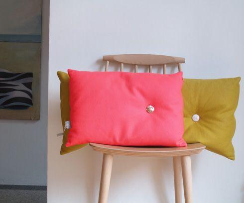 35 x 50 cushion with button woolfelt neon pink, Tas-ka
