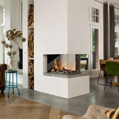 Gasstook gesloten haard, gebruikt als room divider met doorkijk van Bellfires, driezijdig model | Tibas haarden & kachels Gouda