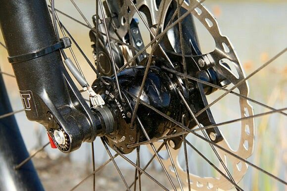 Wheel hub dynamo