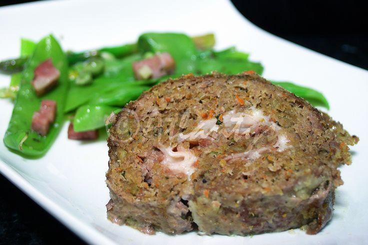 Ingredientes   650gr. de carne de vitela picada   9 fatias de queijo magro   9 fatias de fiambre de peru fumado   1 cenoura pequena   1 ...