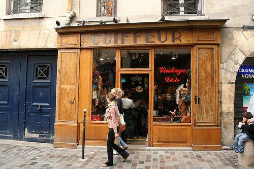 Le quartier du marais est connus pour ses boutiques vintages!  The district of le marais is well known for its vintage shops!