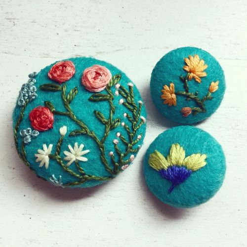 #embroidery #buttons #brooch #handembroidery #floral #turquoise #vintage #bordado #nakış #etsy #etsyseller #creamente (at etsy.com/shop/CREAMENTE)