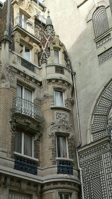 Parisian architecture::corner turret on art deco building