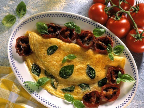 Basilikum-Omelett mit glasierten Tomaten ist ein Rezept mit frischen Zutaten aus der Kategorie Fruchtgemüse. Probieren Sie dieses und weitere Rezepte von EAT SMARTER!