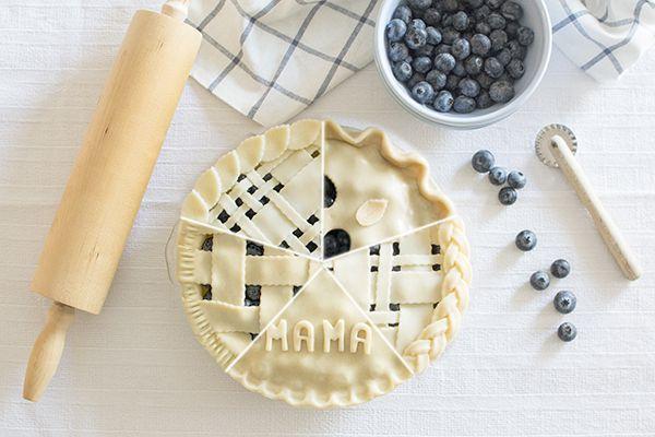 """Ya sabéis lo mucho que me gustan las tartas tipo """"pie"""" rellenas de frutas. Son muy fáciles de preparar, resultan deliciosas (sin ser excesi..."""