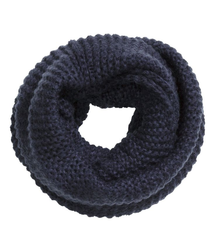 Dark blue oversized infinity scarf in chunky knit. | H&M Accessories