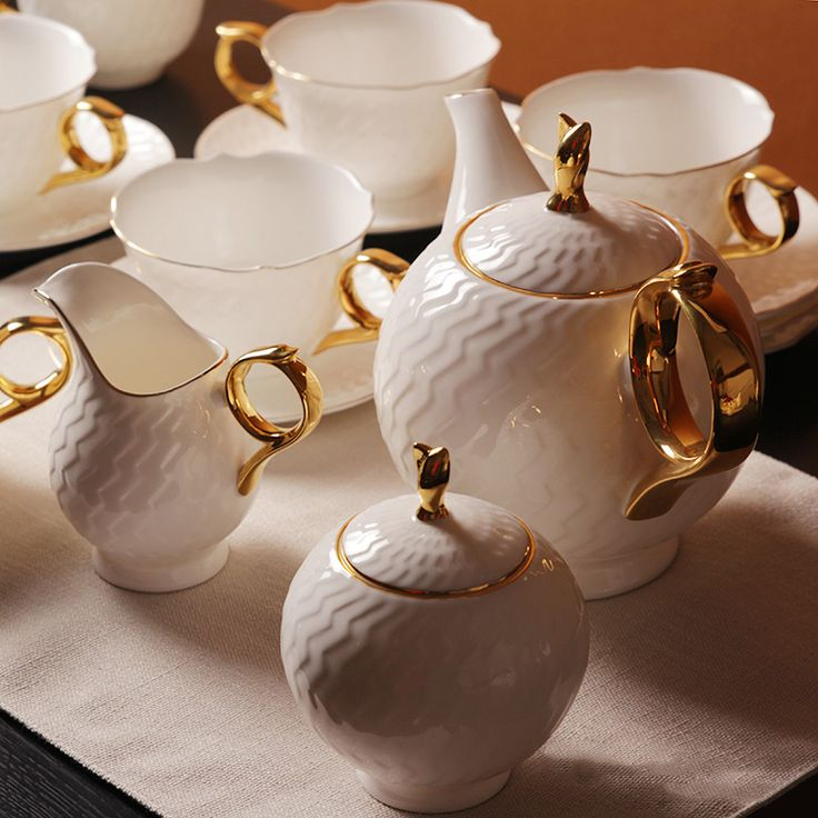 Pretty Vintage Things is a vintage crockery & Prop hire company.We caters our crockery/English tea cups for small to medium size event to make your occasion so special.