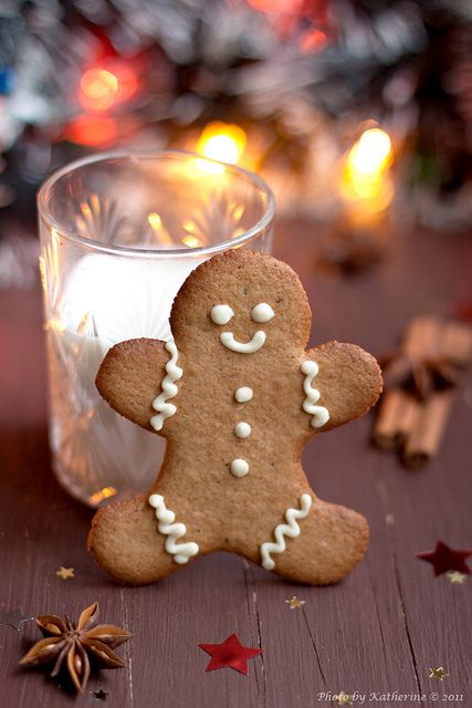 A smiling, timelessly fun Christmas tradition. #gingerbread #cookies #food #dessert #baking #Christmas